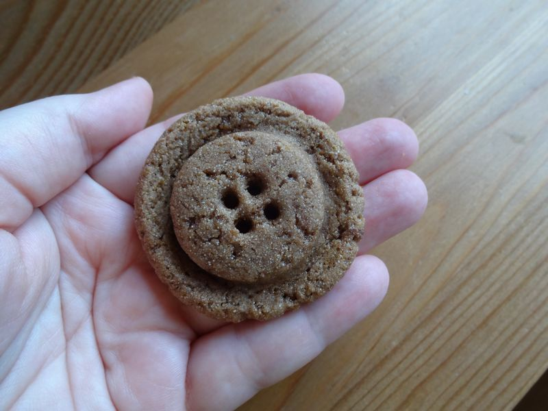 gingerbread.button.05